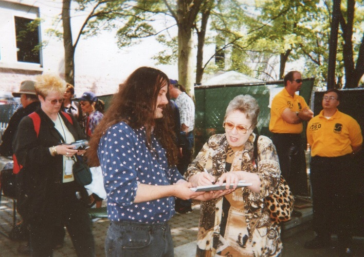 Rob meets Carol Kaye Summer 2001.jpg