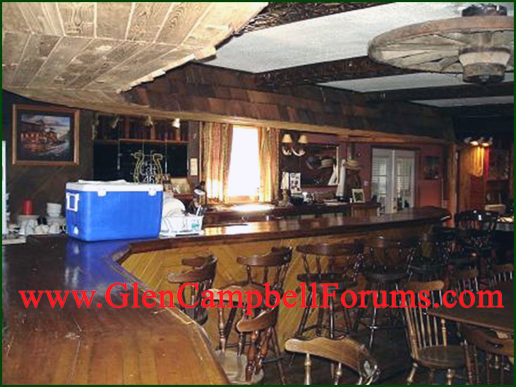 Inside of Coon Holler Bar1.jpg