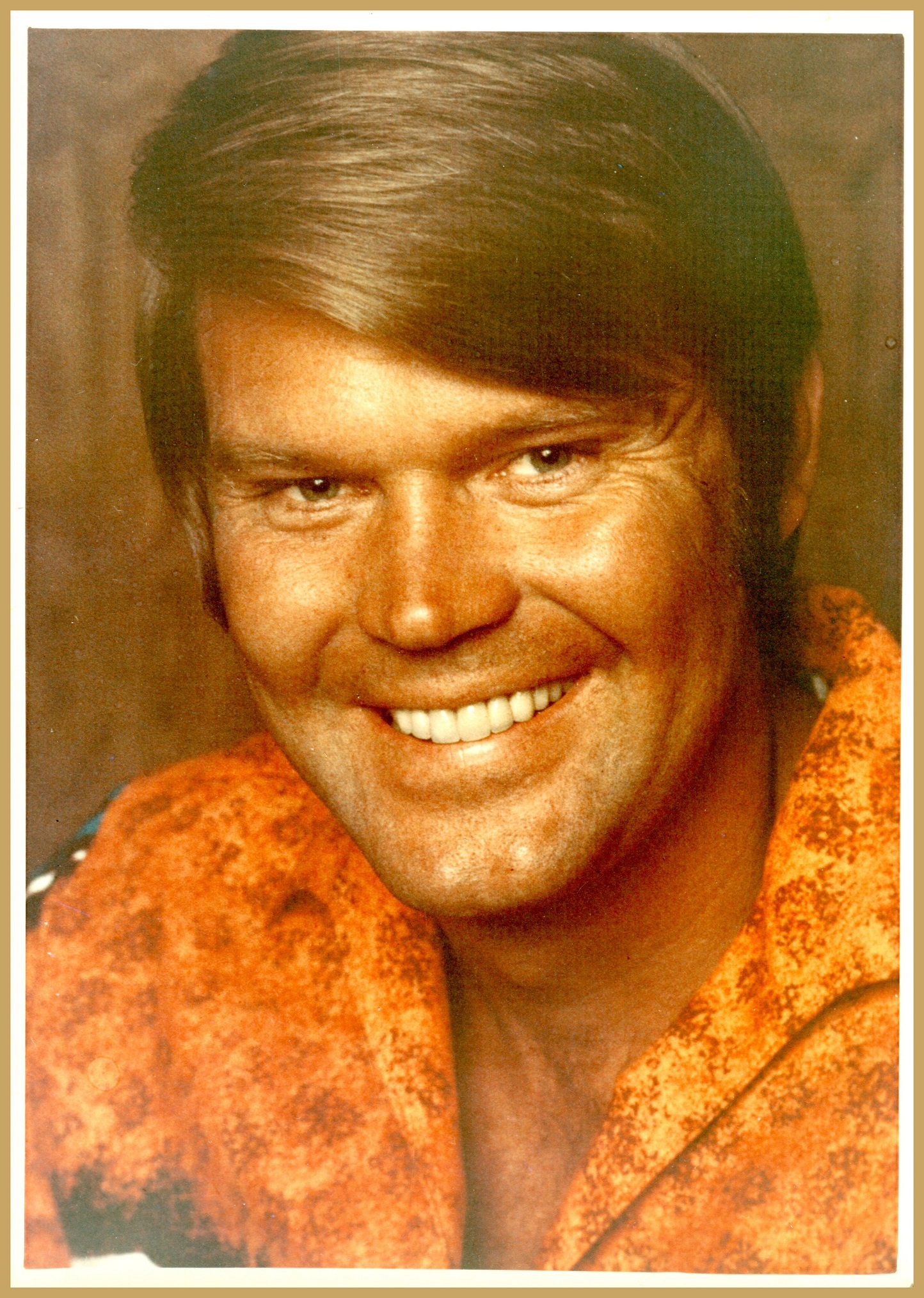GLEN CAMPBELL COLOR PHOTO FROM HIS FAN CLUB IN HOLLYWOOD.jpg